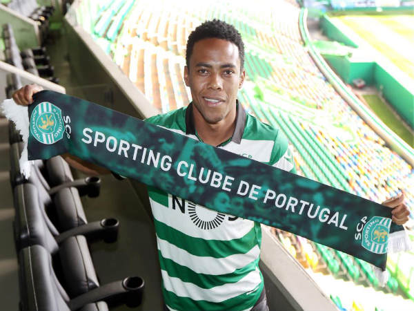 Elias unveiled at Sporting Lison (Image courtesy: Sporting CP Twitter)