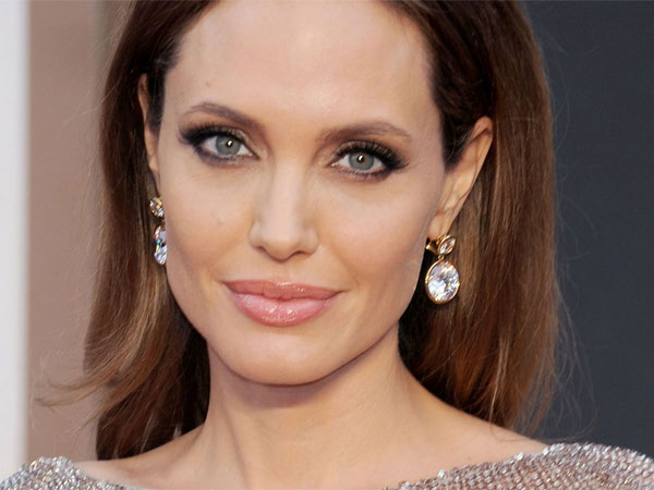 Angelina Jolie files for divorce