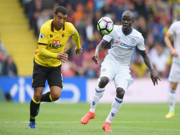 N'Golo Kante (right) in action for Chelsea against Watford (Image courtesy: Chelsea FC Twitter)
