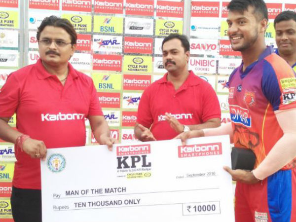 Mayank Agarwal (right) receives his Man-of-the-match cheque on Wednesday (September 28) in Hubballi. He scored 66 not out against Rockstars as Belagavi won