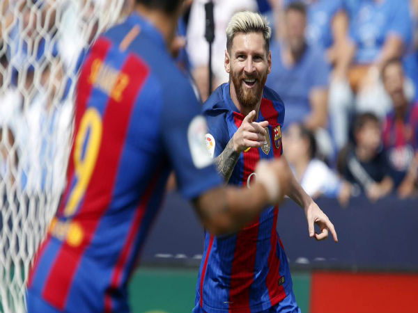 Lionel Messi (right) celebrates after scoring for Barcelona (Image courtesy: FC Barcelona Twitter handle)