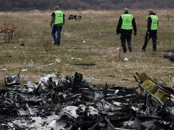 2 Russian speakers named in MH17 probe