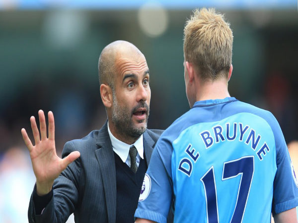 Pep Guardiola with Kevin De Bruyne (Image courtesy: Manchester City Twitter)