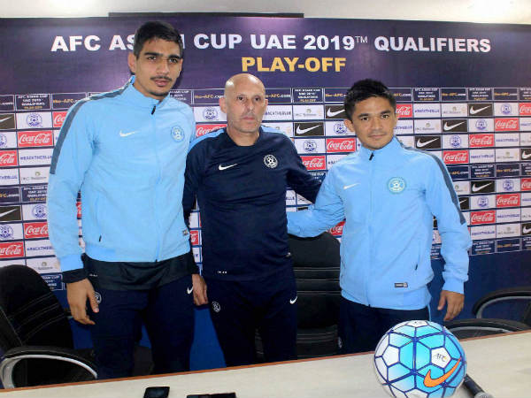 Gurpreet Sandhu (left) with Stephen Constantine and Sunil Chhetri
