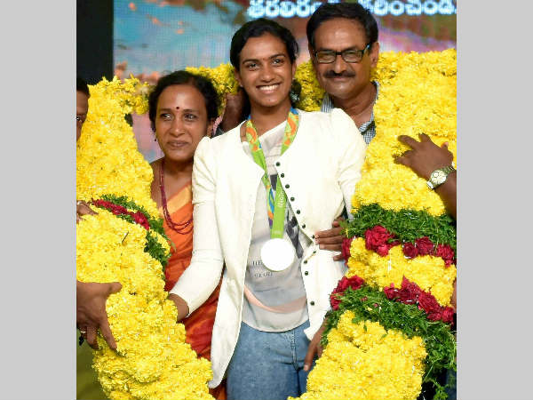 PV Sindhu and her parents PV Ramana and P Vijaya being garlanded at a felicitation function recently
