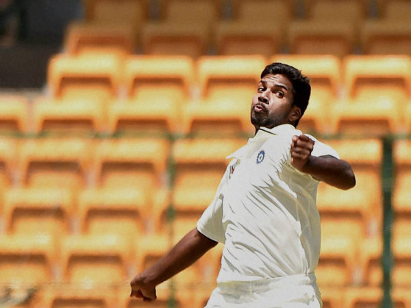 Speedster Varun Aaron (3/41) came up with timely blows