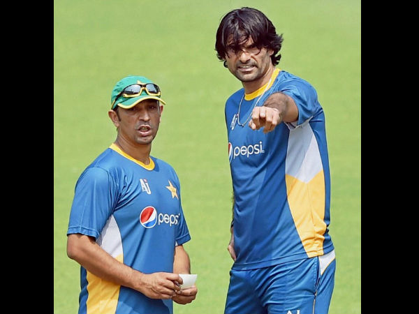 Pakistan Bowling Coach Azhar Mahmood With Fast Bowler Mohammad Irfan During Their Training Session