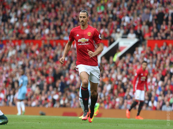 Zlatan Ibrahimovic hints at extending Manchester United stay
