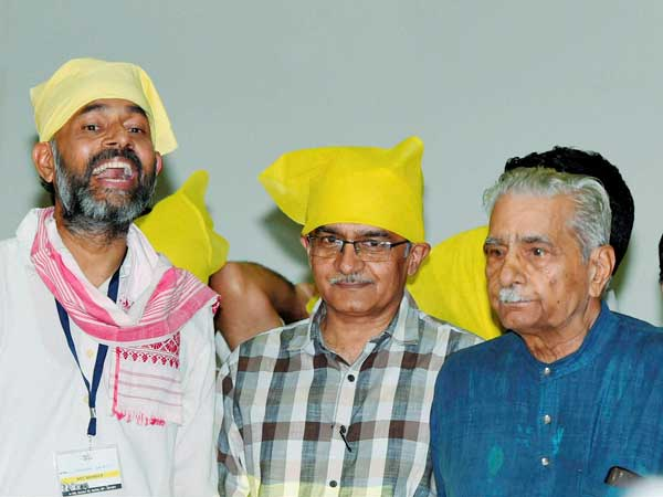 Swaraj Abhiyan launches party