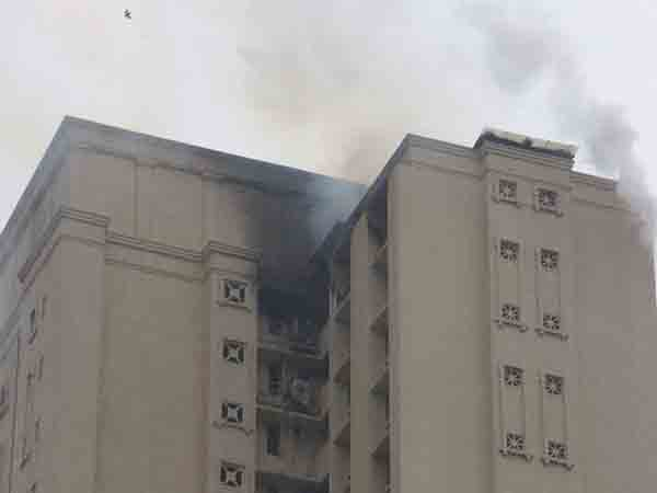 Mumbai high rise gutted in fire 2 people burnt alive for Jolly maker apartments cuffe parade