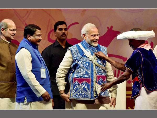Narendra Modi dons the tribal attire at the carnival