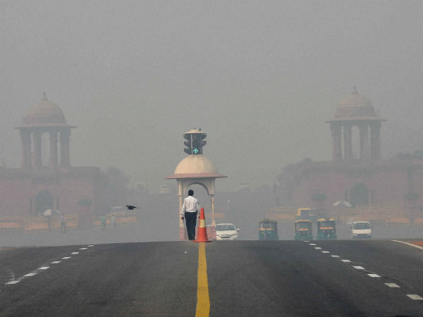 Smog covers Rajpath in Delhi after Diwali