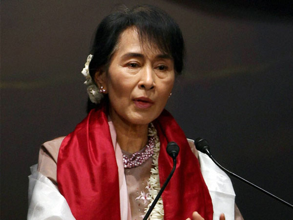 myanmar 39 s suu kyi calls for transparency in economic system oneindia news. Black Bedroom Furniture Sets. Home Design Ideas