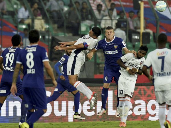Chennaiyin FC and FC Goa players in action during their ISL match at Jawaharlal Nehru Stadium in Chennai on Thursday.