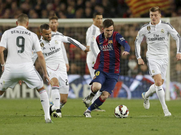 Lionel Messi (centre) in action against Real Madrid