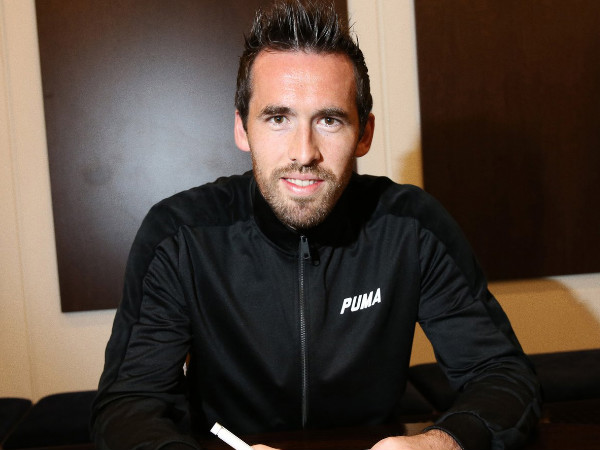 Christian Fuchs signs new contracy (Image courtesy: Leicester City Twitter handle)