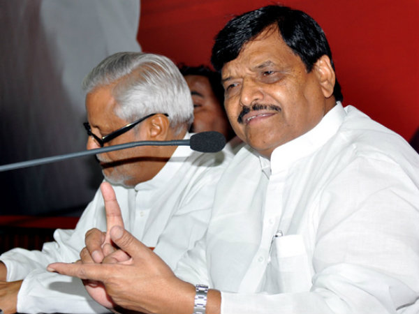 Shivpal hits out at Akhilesh Yadav