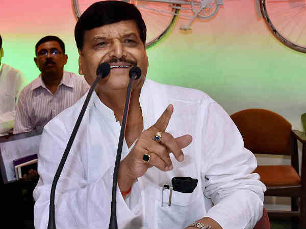 Shivpal's ministerial name plate removed