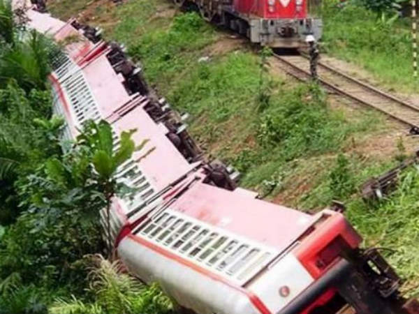 53 killed in Cameroon train derailment