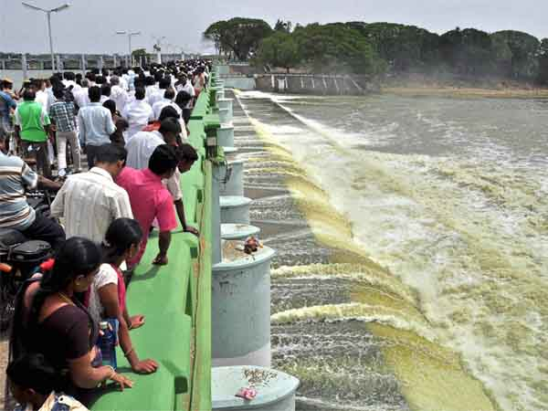 Cauvery: Oppn parties stage rail roko
