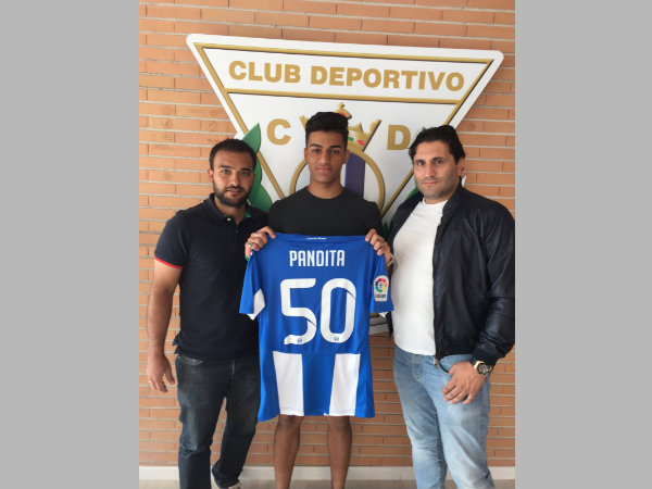 Ishan Pandita with his CD Leganes jersey