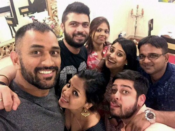 Dhoni's Diwali with family and friends