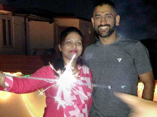 Dhoni's Diwali with family