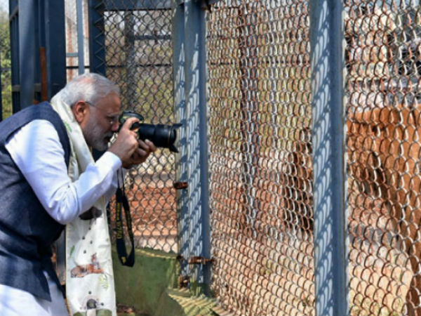 PM tries hand at photography