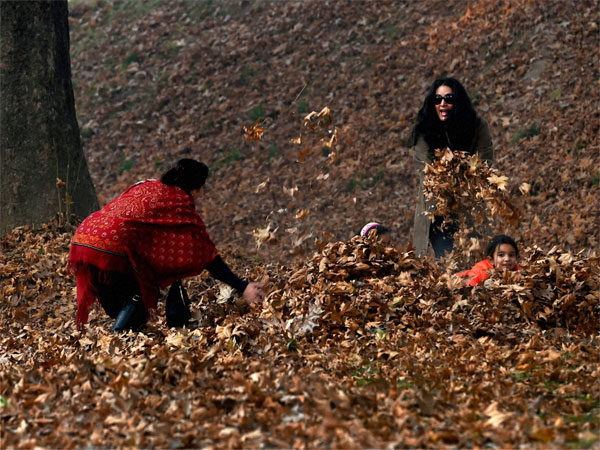 People enjoy autumn in Kashmir