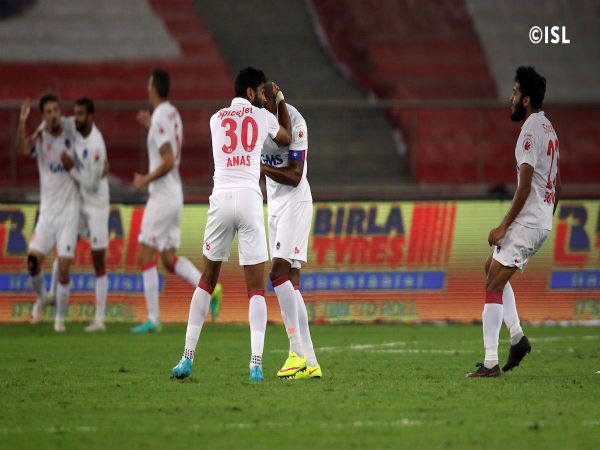 Delhi Dynamos players celebrate