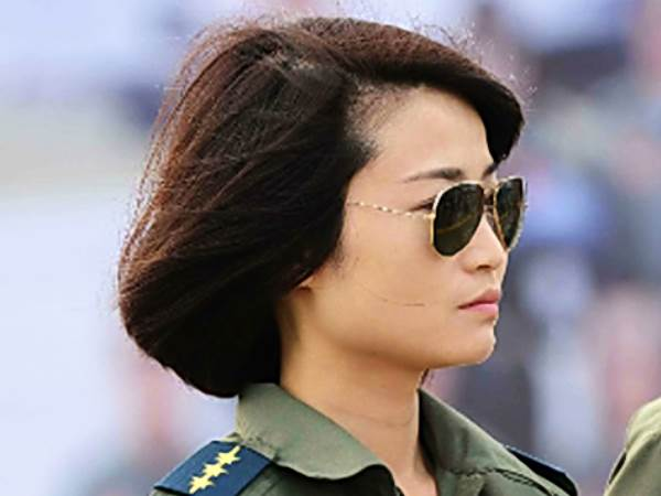 China's 1st female fighter pilot killed
