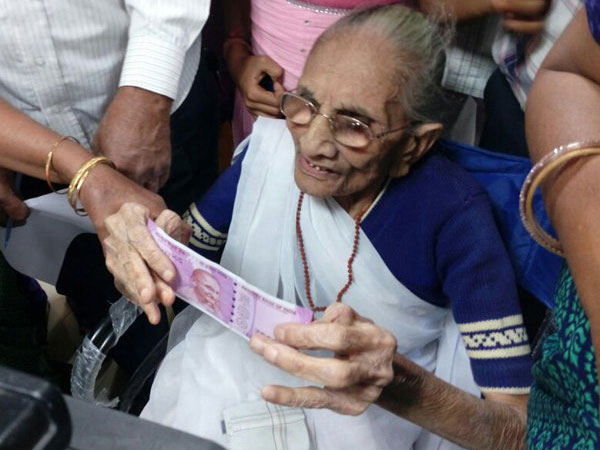 PM's mother exchange notes in bank