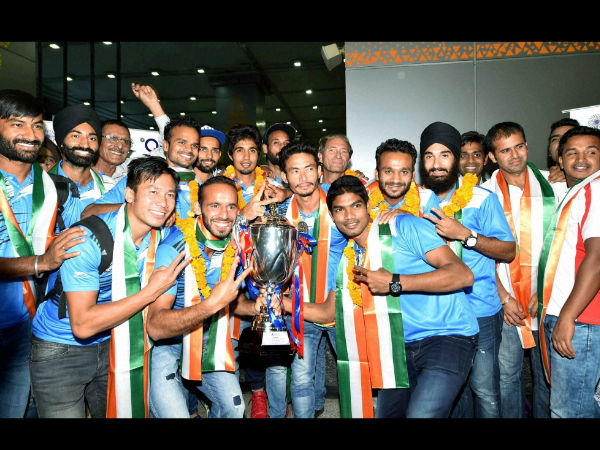 Indian Hockey player Sardar Singh pose with the Asian Champions Trophy as they arrives at T3 terminal in New Delhi on Monday after they beat Pakistan in Kuatan , Malaysia.