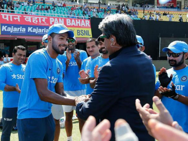 Keep your mind in right track: Kapil Dev's word of wisdom for talented Hardik Pandya