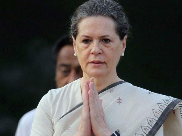 Sonia Gandhi pauses for Azaan during her speech