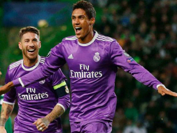 Raphael Varane celebrates after scoring the first goal (Image courtesy: Real Madrid Twitter handle)