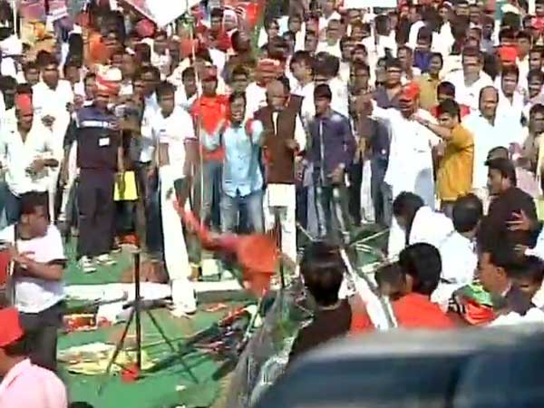 Clashes erupt between SP workers in the rally.