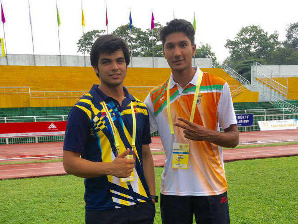 File photo: Tejaswin Shankar (right) with javelin thrower Neeraj Chopra. Photo from JSW Sports Twitter page