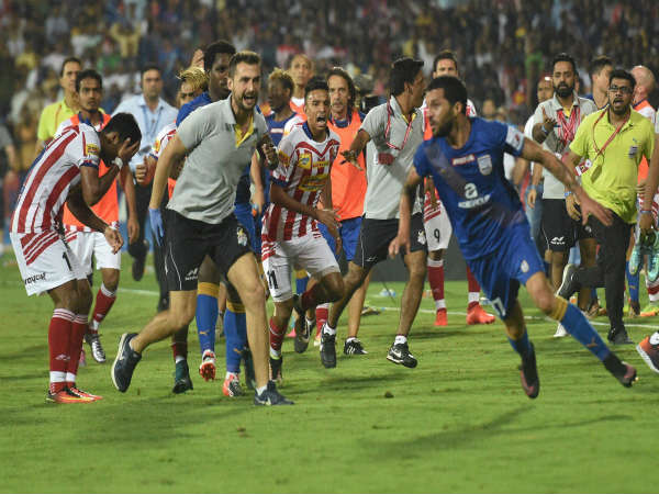 Atletico de Kolkata and Mumbai City FC players