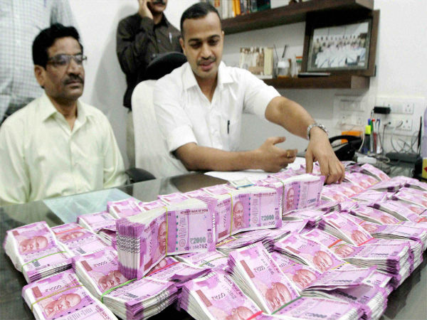 1 crore and forty thousand in new notes in Thane