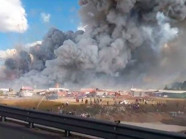 Market engulfed in a blanket of thick smoke