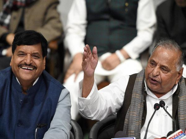 SP chief Mulayam Singh Yadav rules out alliance, announces 325 candidates list