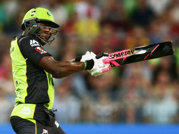 Andre Russell plays with a black coloured bat during BBL. Photo from Sydney Thunder's Twitter page