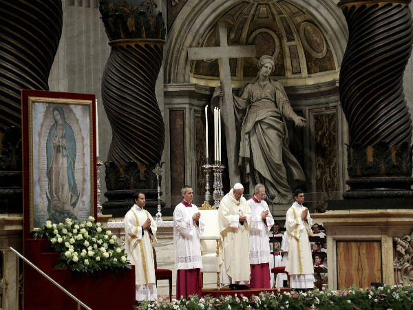 Pope Francis marks Christmas Mass