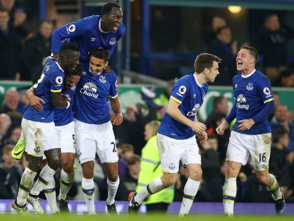 Everton players celebrate a goal during their EPL match against Arsenal. Photo from Everton's Twitter page