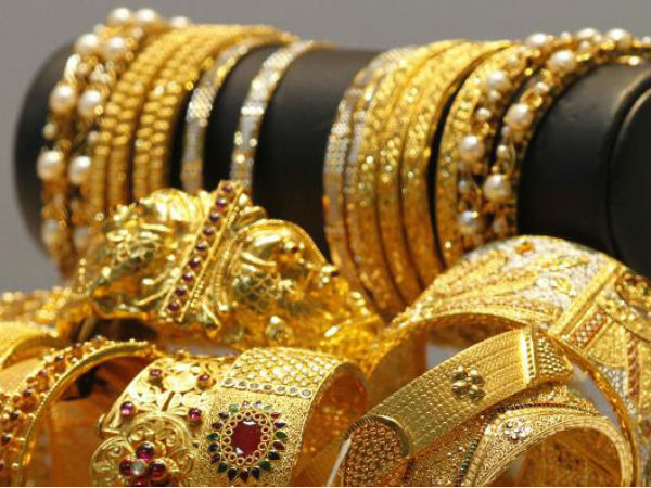 'No proposal to cut import duty on gold'