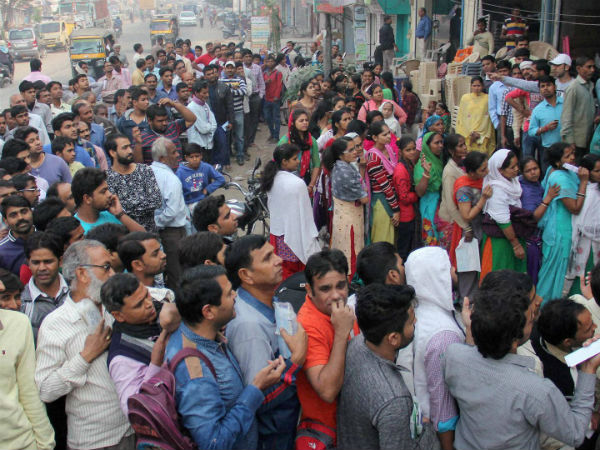 Day 35 of note ban: Banks still crowded