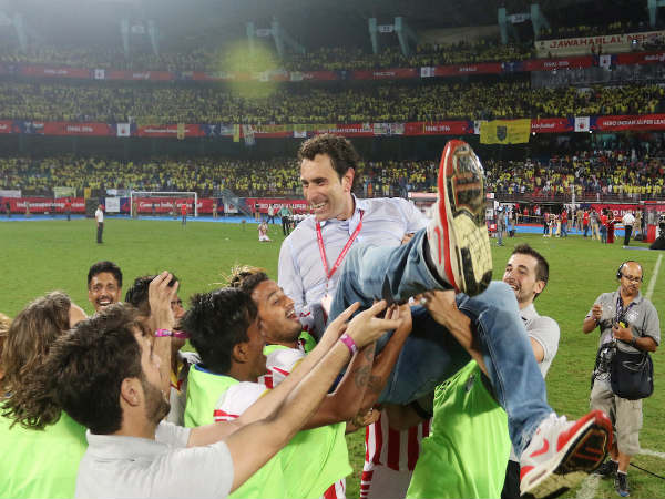 Jose Molina tossed in the air by ATK players (Image courtesy: ISL Twitter handle)