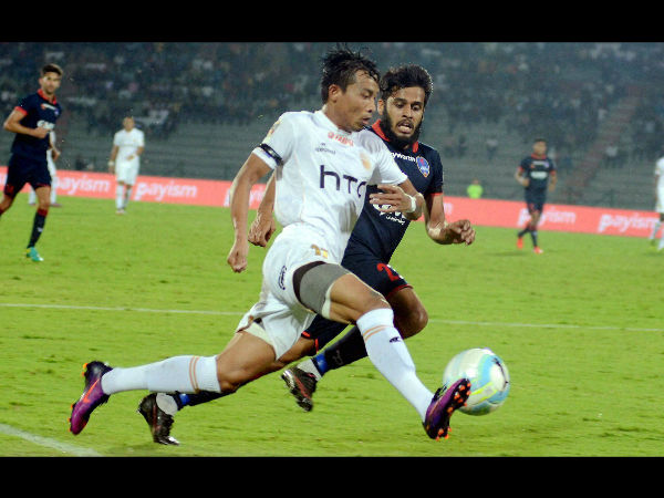 Players of Northeast United FC (in white jersey) and Delhi Dynamos FC (in blue jersey) vie for the ball during their ISL Match , at Indira Gandhi Athletics Stadium in Guwahati.