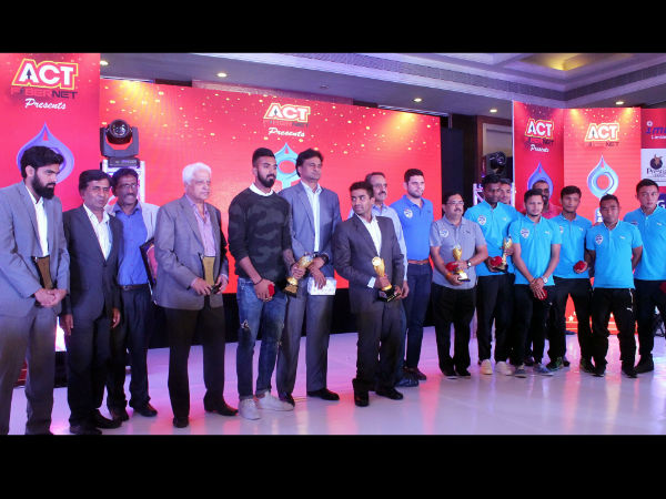 All the award winners with the chief guest Javagal Srinath (6th left), pose for pictures